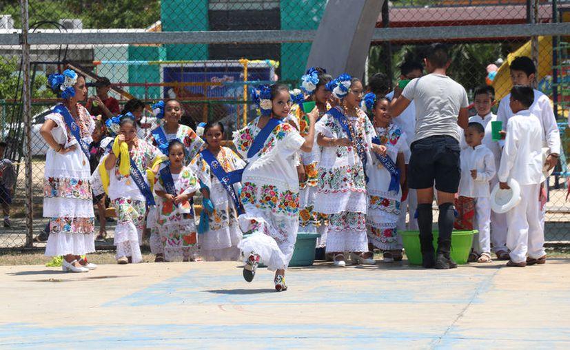 Los docentes se ocuparán de la educación básica para adultos y actividades artísticas, entre otras tareas. (Novedades Yucatán)