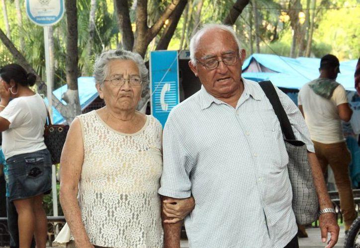 Jubilados del IMSS que se muden al extranjero podrán cobrar pensión, previo cumplimiento de ciertos trámites. (SIPSE)