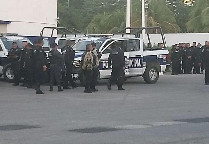 """La FGE inició una carpeta de investigación contra 15 policías preventivos que sacaron a """"empujones"""" a Jesús Abarca. (Eric Galindo/SIPSE)"""
