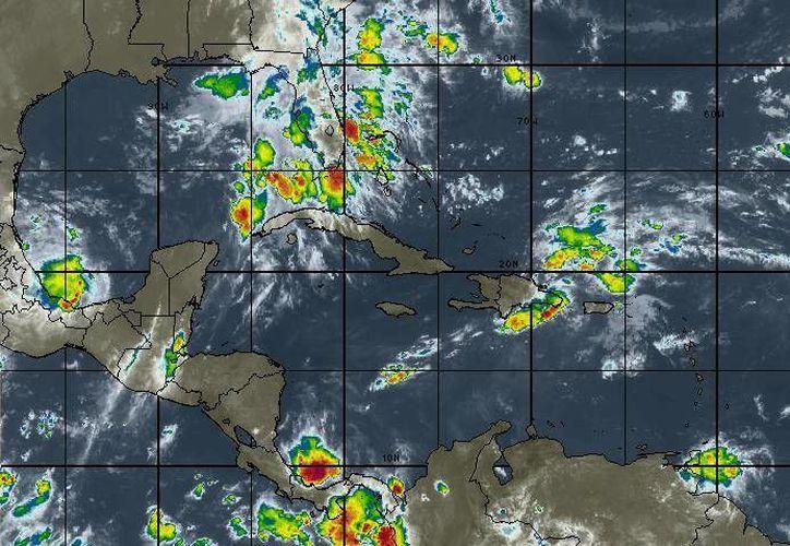 La onda tropical débil número 38 no presenta condiciones favorables para evolucionar en un sistema tropical. (Redacción/SIPSE)
