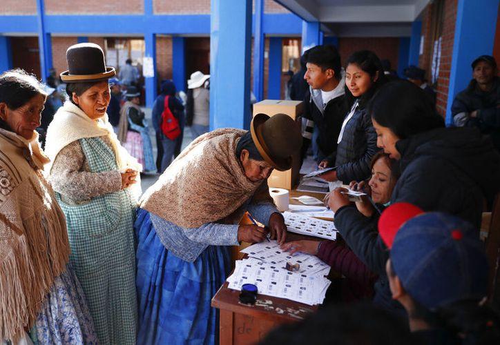 Los indígenas han dado su voto a Evo Morales durante 14 años. Foto: AP.