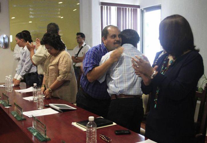 Se despidieron, no sin antes recalcar Villanueva Tenorio que el martes próximo tomarán protesta los suplentes. (Enrique Mena/SIPSE)