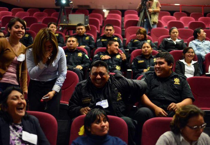 El buen humor se hizo presente durante el curso contra el estrés en el auditorio de la Secretaría de Seguridad Pública. (Milenio Novedades)