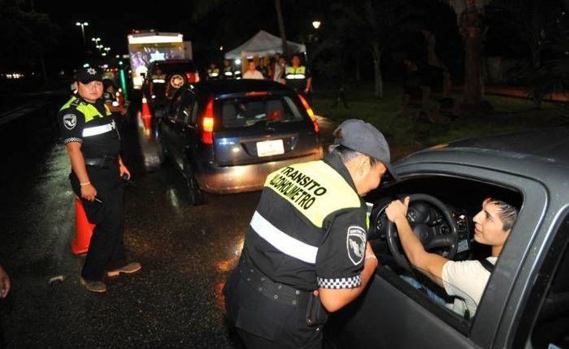 Caen entre 13 y hasta 26 personas por conducir bajo los efectos del alcohol. (Archivo/ SIPSE)