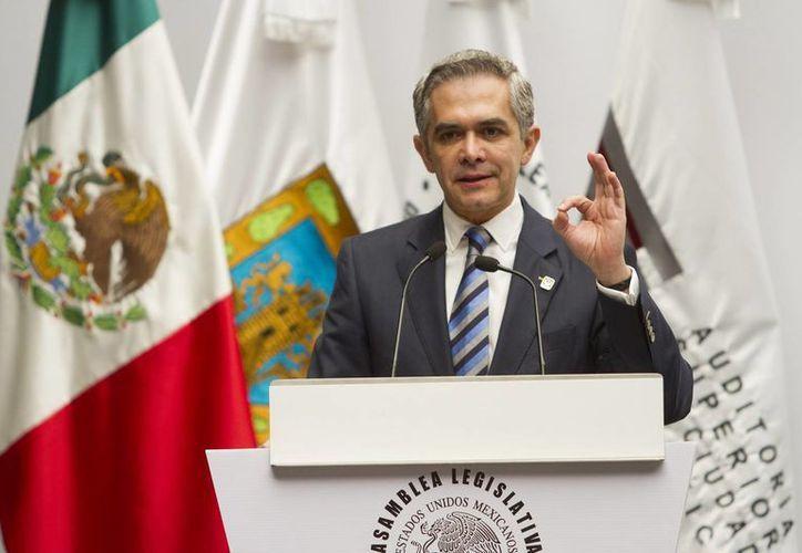El jefe de gobierno capitalino, Miguel Mancera, dio a conocer a nuevos integrantes de su gabinete de gobierno. En la foto, en la entrega de La Comisión de Vigilancia de la ASCM del Informe de Resultados de Revisión de Cuenta Pública del GDF del 2013. (Foto: Notimex)