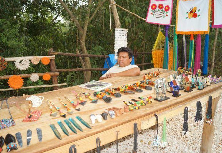 Acuerdan venta de artesanías en los parques de la empresa Dolphin. (Redacción/SIPSE)