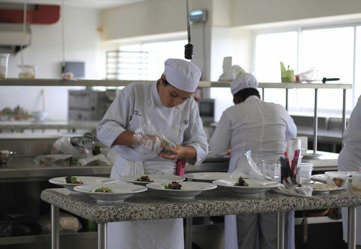 Los estudiantes se preparan para otra competencia internacional. (Sergio Orozco/SIPSE)
