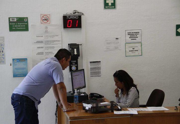 Un crédito de nómina tiene la ventaja de que los descuentos son de manera quincenal. (Tomás Álvarez/SIPSE)