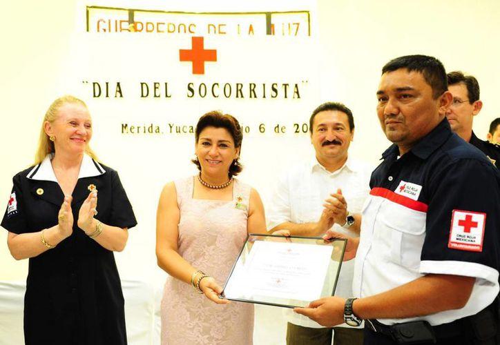 Se entregaron reconocimientos a socorristas de la Cruz Roja. (Cortesía)