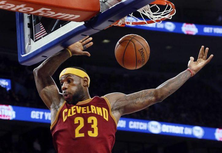 LeBron James ha ganado 13 partidos seguidos en la primera ronda de los playoffs, y este domingo podrá sumar uno más cuando inicie el duelo Cavs vs. Pistons. (Archivo AP)