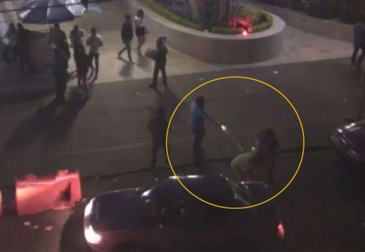 Un video captó los instantes en que las personas fueron atacadas. (Excelsior)