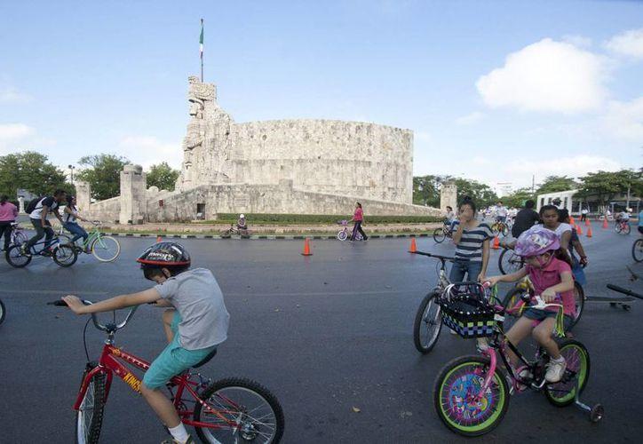 El emblemático Paseo de Montejo es una de las calles que abarca la Bici-Ruta en Mérida. (Notimex)