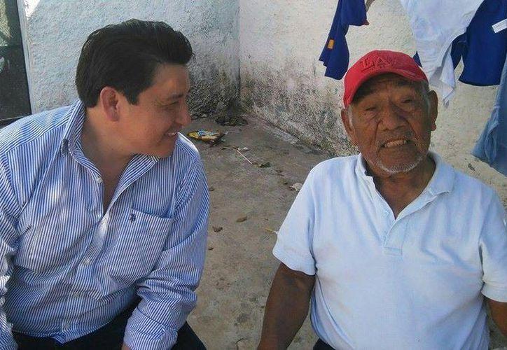 Hugo González Crespo visitó a todos los militantes panistas del V Distrito. (SIPSE)
