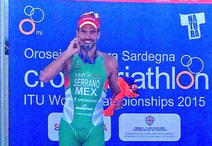 Francisco Serrano obtuvo hoy la medalla de plata en la categoría élite del Campeonato Mundial de Triatlón Cross de la Unión Internacional de Triatlón 2015. (twitter/@CONADE)