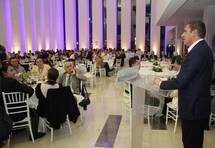 El gobernador de Puebla, Rafael Moreno Valle, se reunió con los integrantes de la Sociedad Interamericana de Prensa. (sipiapa.org)
