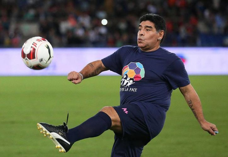 'Messi y Cristiano se tomaron un descanso; Neuer es mi candidato' afirma Maradona, en cuanto a su favorito para ganar el premio Balón de Oro que se otorgará dentro de unos días. (EFE)