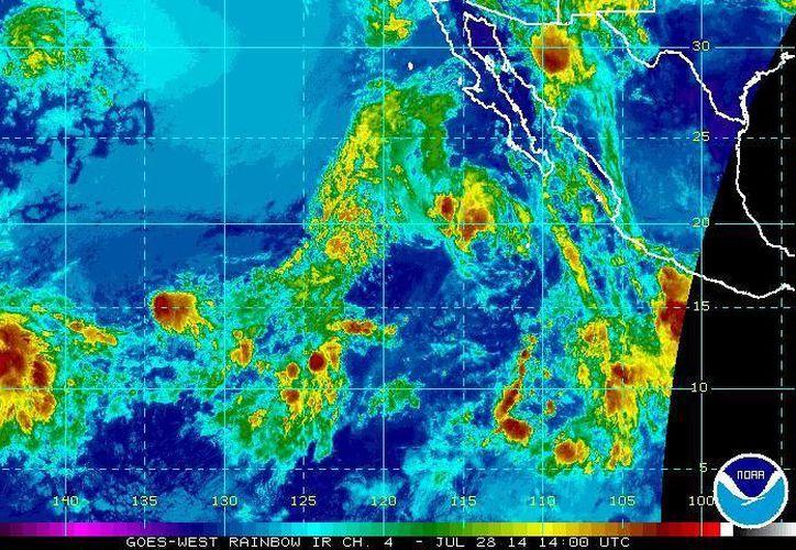 La tormenta tropical Hernán se ubica esta mañana a unos 385 kilómetros al oeste-noroeste de Isla Socorro, Colima. (ssd.noaa.gov)
