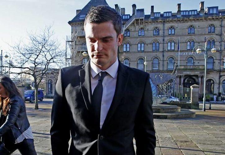 El futbolista Adam Johnson, volante del Sunderland, admitió este jueves ante un tribunal europeo que mantuvo relaciones sexuales con una menor, por lo que está previsto que este viernes un tribunal penal dé a conocer el veredicto final. (AP)
