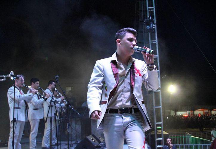 La Arrolladora Banda El Limón interpretó sus más grandes éxitos en Playa del Carmen. (Rafael Acevedo/SIPSE)