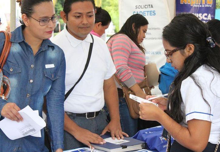 En la Feria del Empleo, los interesados se encontraron con que la gran mayoría de las vacantes ofrecen el suelo mínimo. (SIPSE)