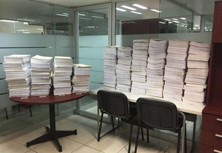 La versión pública del caso Iguala consta de 85 tomos y 13 anexos y suman en total 53 mil 928 fojas. (Milenio)