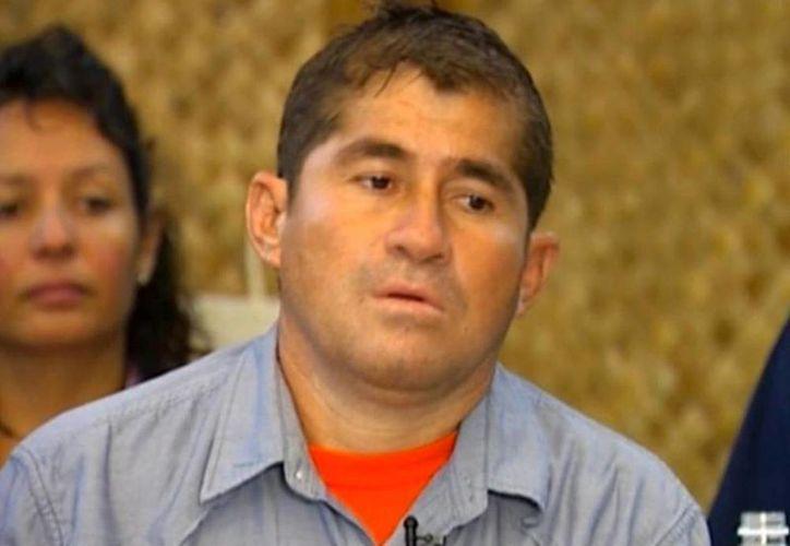 José Salvador Alvarenga todavía no se recupera de una bactería  que le encontraron por comer pescado crudo durante su naufragio. (Agencias/Archivo)