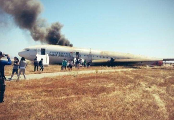 Uno de los pasajeros que sobrevivió al accidente subió a Twitter esta foto. (Twitter)