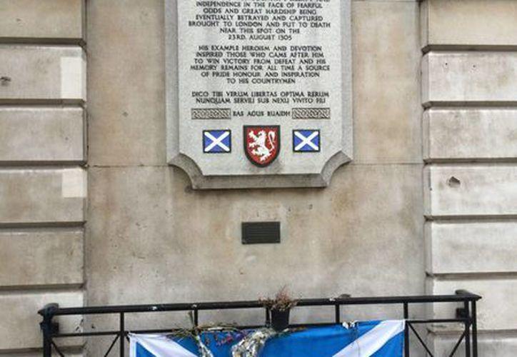 En Londres, una placa recuerda el lugar donde fue ejecutado Sir William Wallace. (Notimex)