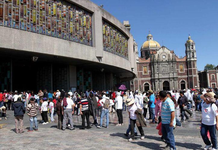 Miles de peregrinos comenzaron a arribar a la Basílica de Guadalupe, para celebrar la aparición de la Virgen frente a Juan Diego en 1531. (Foto Notimex)
