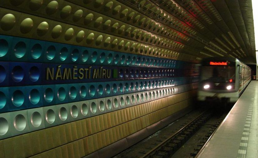 El Metro de Praga transporta unos 550 millones de pasajeros anualmente. (aztux.com)