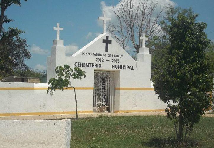 Fachada del cementerio de Timucuy, uno de los más 'visitados' por hechiceros. (Jorge Moren/SIPSE)