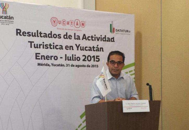 Saúl Ancona Salazar, secretario de Fomento Turístico de Yucatán, durante la rueda de prensa donde se dio a conocer los Resultados de la Actividad Turística en Yucatán Enero-Julio 2015. (Candelario Robles/SIPSE)