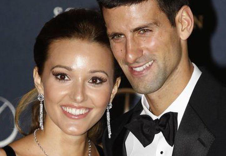 Djokovic, de 26 años, con su novia y ahora prometida. (Agencias)