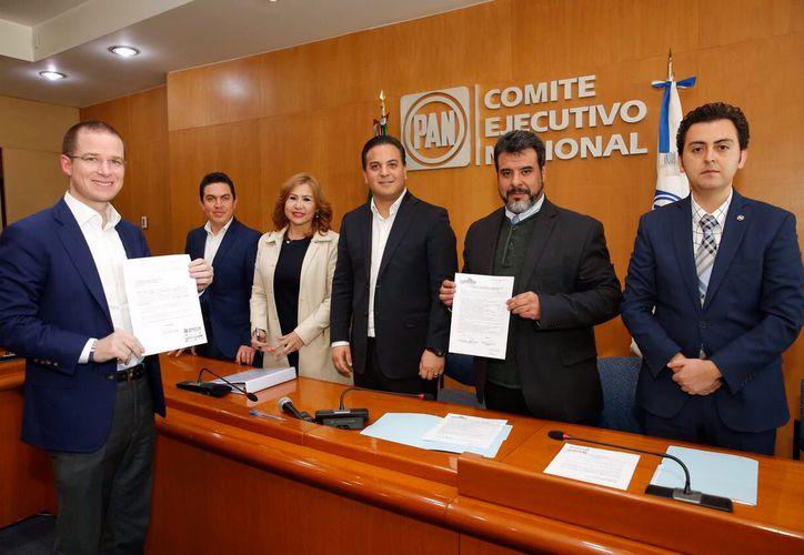 Esta tarde, Ricardo Anaya presentó su registro como precandidato a la Presidencia de México: (Foto: Twitter)