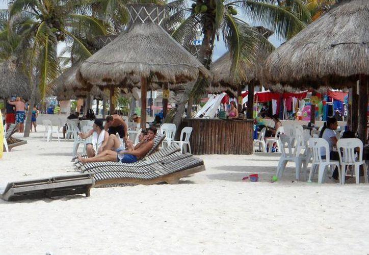 Buscan atraer a más turistas y que los cruceristas, cada lunes y miércoles, se queden en el puerto. (Manuel Pool/SIPSE)