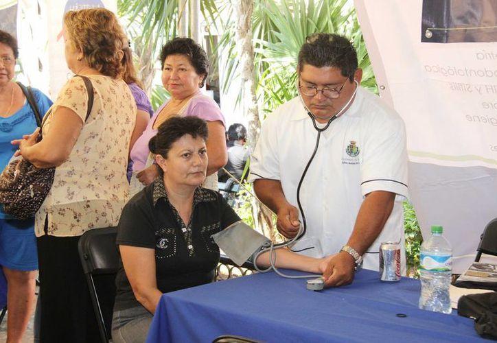 La Feria de la Salud incluye medicina general, dental, densitometría, pruebas para detectar VIH, colesterol, sobrepeso, así como optometría y talla. (SIPSE)