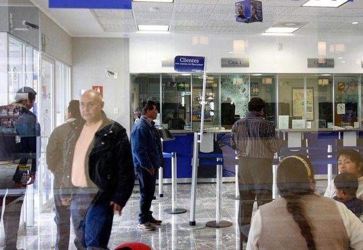 Los bancos no abrirán el próximo lunes. (Dinero en imagen)