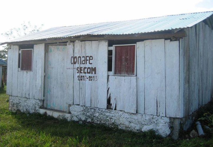 La escuela de escasos recursos no cuenta con maestro desde hace una semana. (Javier Ortiz/SIPSE)
