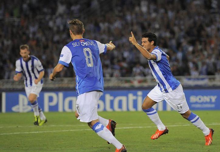 El atacante mexicano le anotó dos tantos al Lyon en el juego de vuelta. (Foto: Agencias)