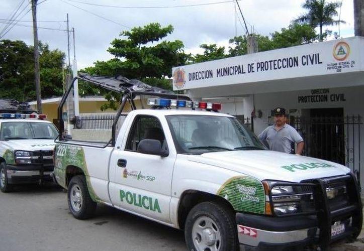 Los edificios contemplados para funcionar como albergues o refugios fueron inspeccionados por los elementos policíacos, de Protección Civil y de la Sesa. (Manuel Salazar/SIPSE)