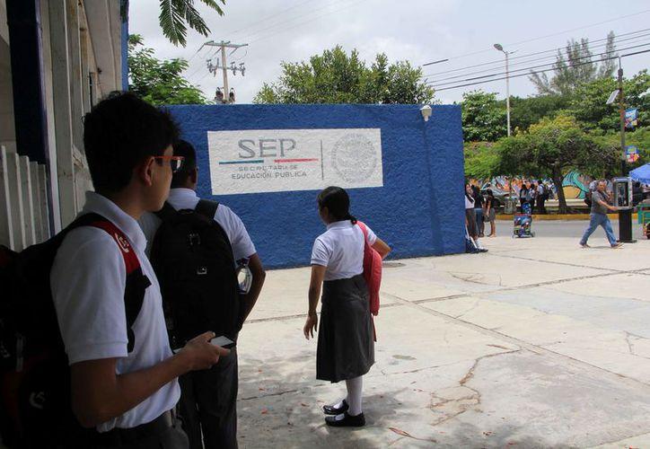 Los estudiantes están a unos días para regresar a las clases. (Paola Chiomante/SIPSE)