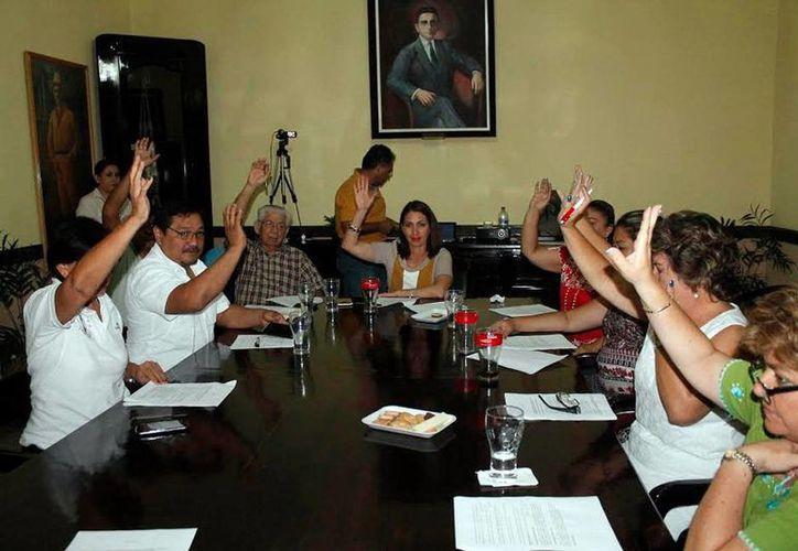 Integrantes del cabildo durante la sesión, en Valladolid. (Milenio Novedades)