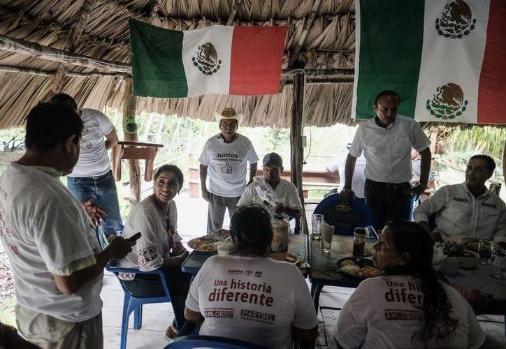 Marybel Villegas Canché, realizó un recorrido por la zona, compartiendo sus propuestas. (SIPSE)