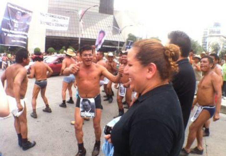 Por cuarto día consecutivo, los campesinos danzan sobre las avenidas para pedir una audiencia con el secretario de Gobernación. (Milenio)