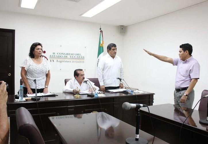 Rosendo Alberto Novelo Romero rinde protesta como diputado, en sustitución de José Javier Castillo Ruz. (SIPSE)