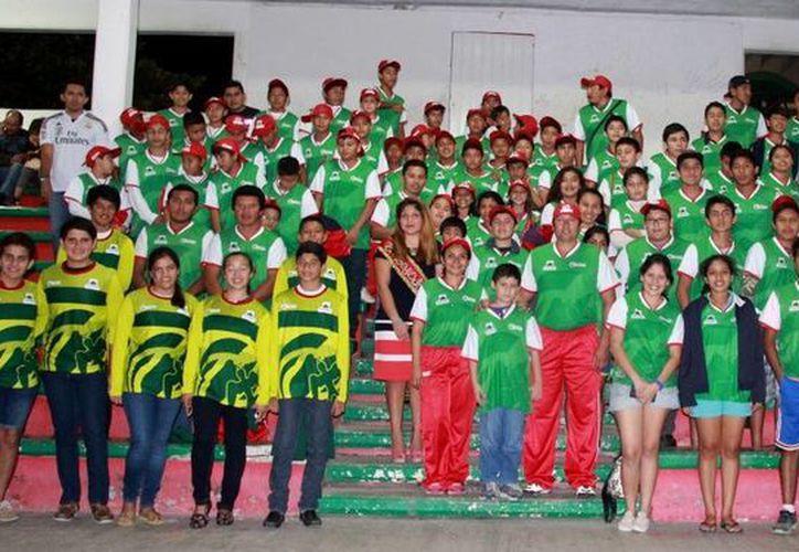 Los jóvenes portaran uniformes con los colores representativos de la isla además de una enorme golondrina. (Redacción/SIPSE)