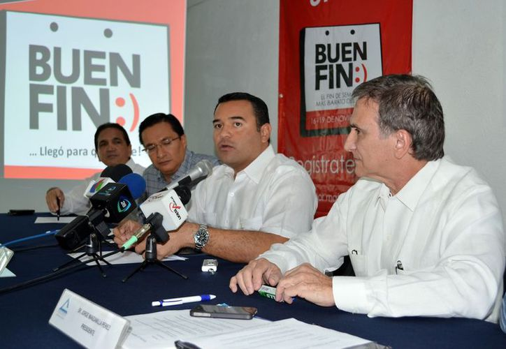 Autoridades municipales y empresarios diseñan estrategias para que los yucatecos participen en el programa Buen Fin. (Theani Ruz/SIPSE)