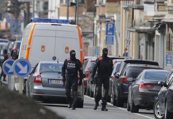 Tras los atentados, la policía de Bélgica ha realizado diversos operativos en busca de integrantes del Estado Islámico. (EFE)