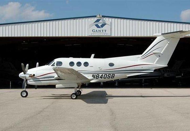 Una Beech King Air E90, como la de la imagen, era utilizada para transportar indocumentados en el estado de Texas. (jetav.com)