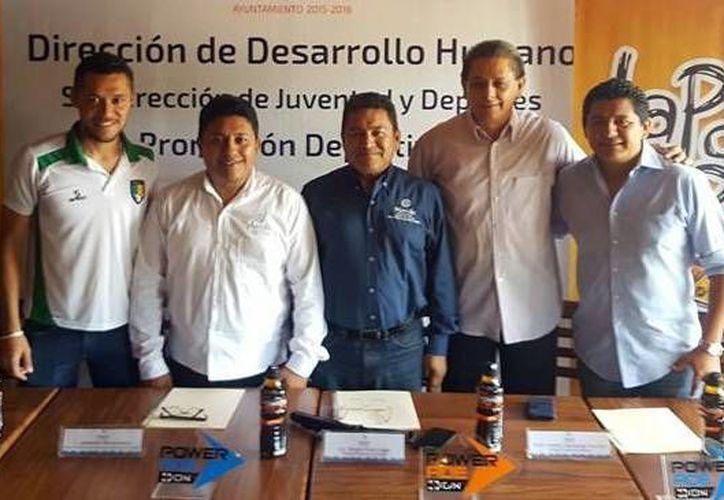 En la rueda de prensa se ofrecieron los detalles del XXI Torneo de Futbol de Barrios y Comisarías. (Milenio Novedades)